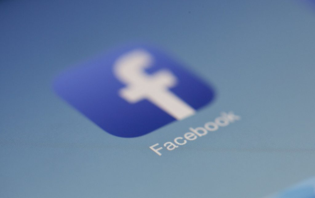 Your Private Messages on Facebook Accessed by Tech Companies